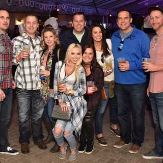 Great time with my crew at @parktavern #Saturday #crawfishboil ???? . Thank you @lionelhamiltonphotography for the pics