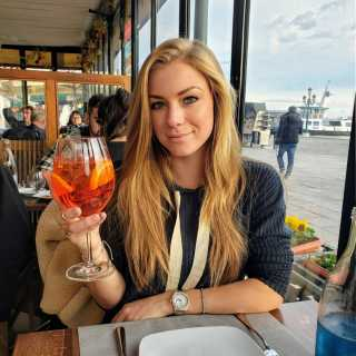 As I have been traveling and spending alot of time in #Europe and near the Middle East I have noticed that the #drink Aperol Spritz is #super #popular. I can maybe have 1 of them total because it's a bit too tart for me. But I do find it to be #refreshing at the beginning so #cheers to the first couple #sips being amazing then me moving onto #wine or something else. 😝 It's 5 o'clock somewhere 😝 Do you like #aperolspritz and why? Comment below!